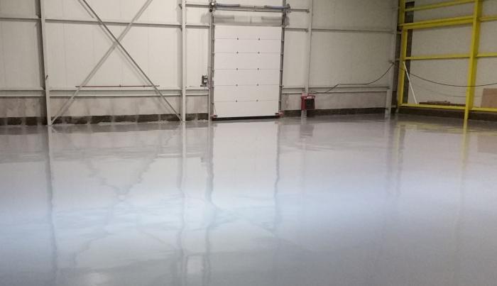 image-sol-resine-epoxy-hangar-industriel